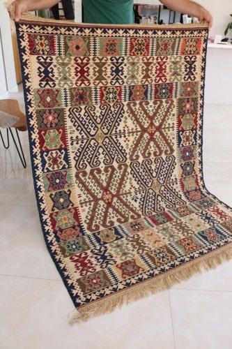 コレクション 緻密な織りのキリム 老舗工房による天然染料 約171x128cm