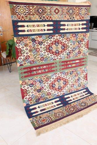 コレクション 緻密な織りのキリム 老舗工房による天然染料 約183x123cm