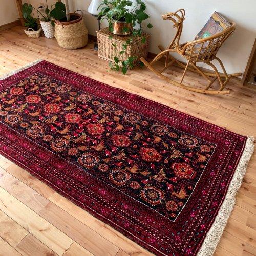 とっても綺麗なバルーチ絨毯 可愛らしい幸運の鳥が沢山 207x106