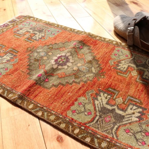 BOHO ヴィンテージ トルコ絨毯 78x43<img class='new_mark_img2' src='https://img.shop-pro.jp/img/new/icons13.gif' style='border:none;display:inline;margin:0px;padding:0px;width:auto;' />