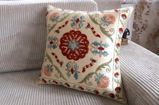 ウズベキスタン伝統刺繍スザニ シルクonシルク クッションカバー#03
