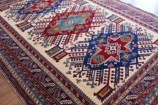 コーカサス シルヴァン絨毯 緻密な織りと上質のツヤ
