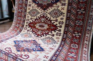 コーカサス シルヴァン絨毯 緻密な織りと上質のツヤ 約167x126cm