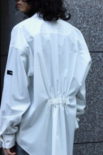 SYU.HOMME/FEMM  Over back gather shirt(WHITE)<img class='new_mark_img2' src='https://img.shop-pro.jp/img/new/icons15.gif' style='border:none;display:inline;margin:0px;padding:0px;width:auto;' />