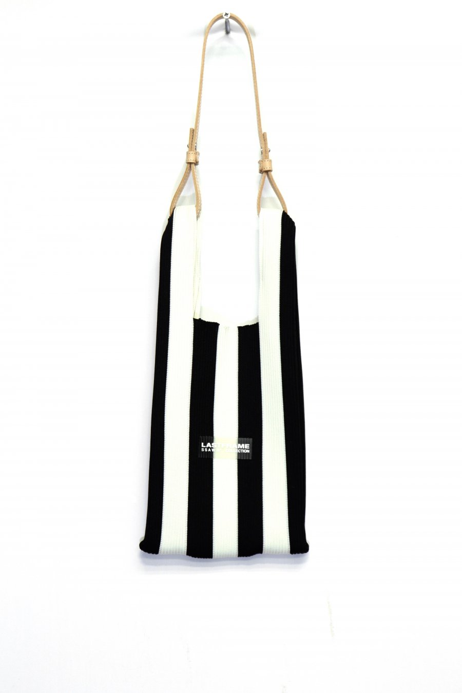LASTFRAME  STRIPE MARKET BAG SMALL(BLACK x WHITE)<img class='new_mark_img2' src='https://img.shop-pro.jp/img/new/icons15.gif' style='border:none;display:inline;margin:0px;padding:0px;width:auto;' />