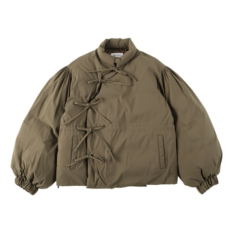 【21AW先行予約】BELPER  DOWN JACKET(KHAKI)※9月入荷予定予約品(4月23日 23:59 締め切り)<img class='new_mark_img2' src='https://img.shop-pro.jp/img/new/icons15.gif' style='border:none;display:inline;margin:0px;padding:0px;width:auto;' />