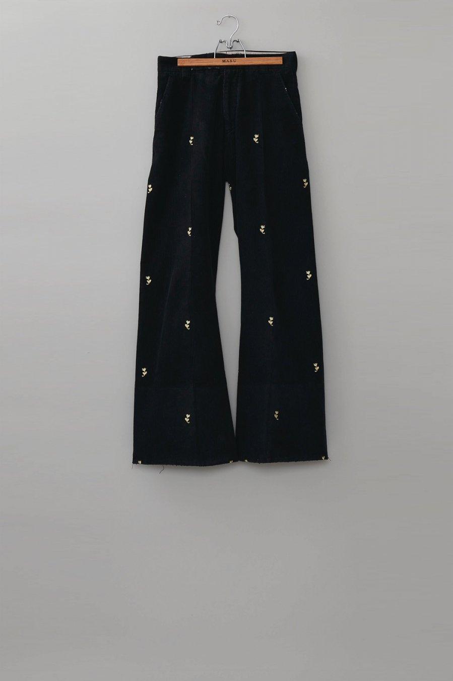 MASU  SEAMLESS BELL BOTTOM TROUSERS(BLACK)<img class='new_mark_img2' src='https://img.shop-pro.jp/img/new/icons15.gif' style='border:none;display:inline;margin:0px;padding:0px;width:auto;' />