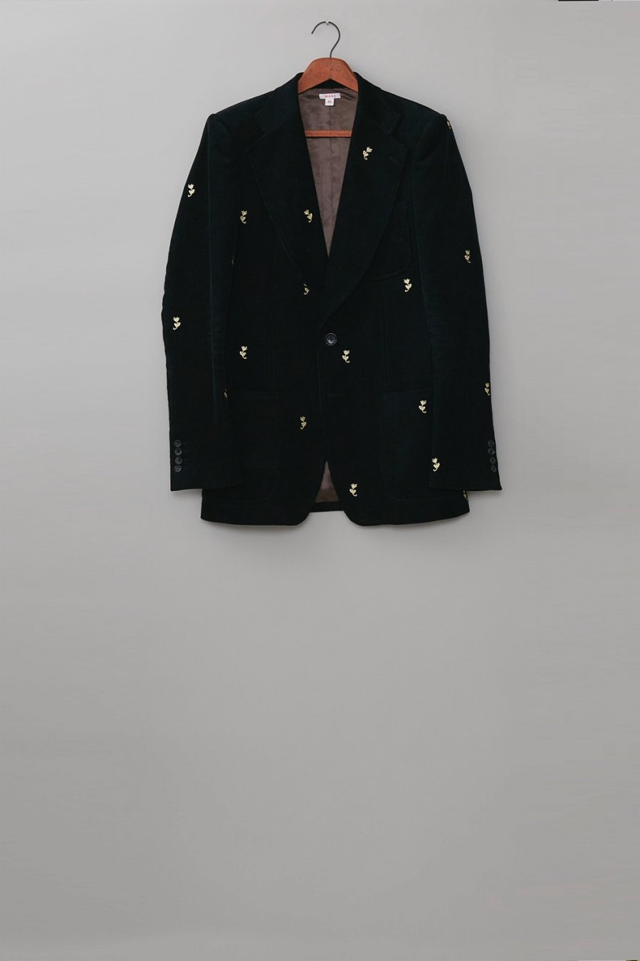 MASU  WIDE LAPEL TAILORED JACKET(BLACK)<img class='new_mark_img2' src='https://img.shop-pro.jp/img/new/icons15.gif' style='border:none;display:inline;margin:0px;padding:0px;width:auto;' />