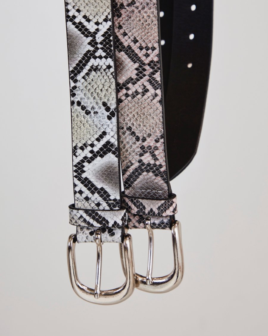 LITTLEBIG  Snake Leather Belt(White)<img class='new_mark_img2' src='https://img.shop-pro.jp/img/new/icons15.gif' style='border:none;display:inline;margin:0px;padding:0px;width:auto;' />