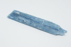 ブラジルカイヤナイト ブレードタイプ原石 ブラジル・ミナスジェライス州産 ブルーカイヤナイト