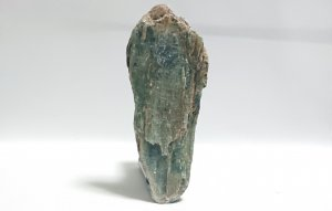 ディープグリーンカイヤナイト ブレードタイプ原石 タンザニア・アルーシャ州産