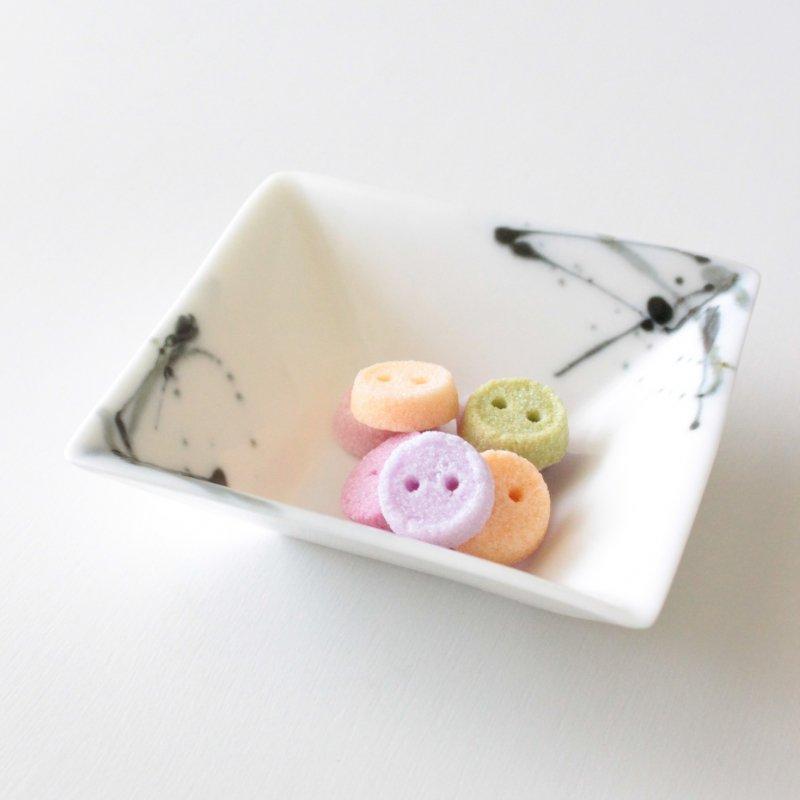 ヘスアルド フェルナンデス-ブラボ 角小皿 ホワイト