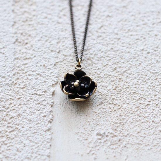 花びらが8枚の花【AG】|ネックレス