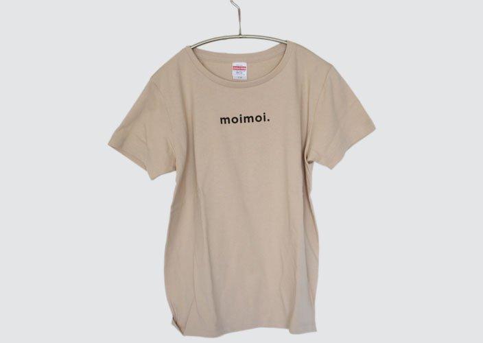 <img class='new_mark_img1' src='https://img.shop-pro.jp/img/new/icons8.gif' style='border:none;display:inline;margin:0px;padding:0px;width:auto;' />暮らしのたからものオリジナルTシャツ「moimoi」ライトベージュ