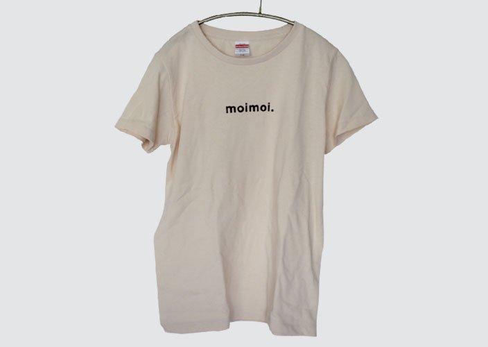 <img class='new_mark_img1' src='https://img.shop-pro.jp/img/new/icons8.gif' style='border:none;display:inline;margin:0px;padding:0px;width:auto;' />暮らしのたからものオリジナルTシャツ「moimoi」ナチュラル