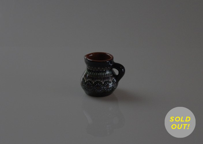リトアニアの作陶家さんのハンドペイントのクリーマー(小)