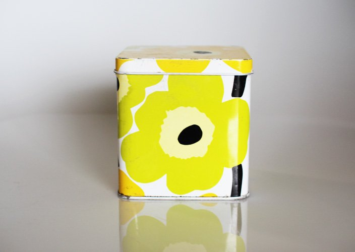 <img class='new_mark_img1' src='https://img.shop-pro.jp/img/new/icons8.gif' style='border:none;display:inline;margin:0px;padding:0px;width:auto;' />marimekko/マリメッコの缶