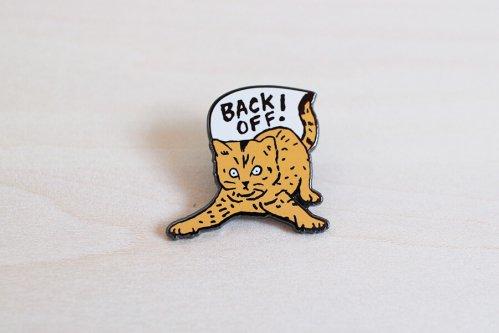 トラ猫のピンバッチ
