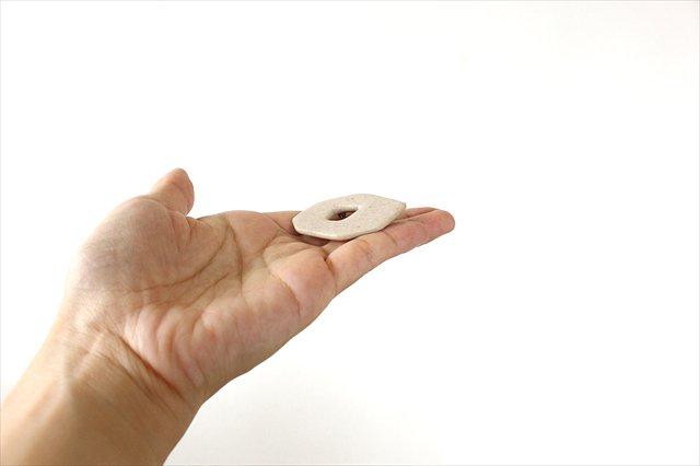 ブローチ ドーナツ 白 陶器 古川まみ 画像3