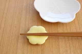 美濃焼 コトハナ 箸置き 黄梅 薄黄 磁器商品画像