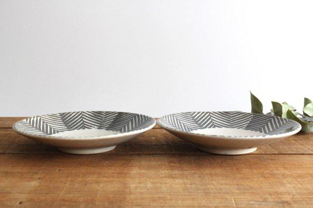 波佐見焼 ORIME ヘリンボーン 6寸丸皿 ブラウン 陶器  画像3