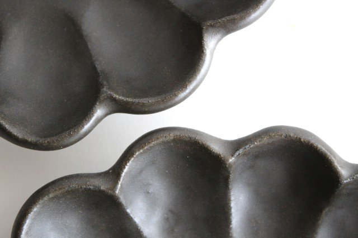 7寸皿 黒 磁器 菊花 美濃焼 画像3
