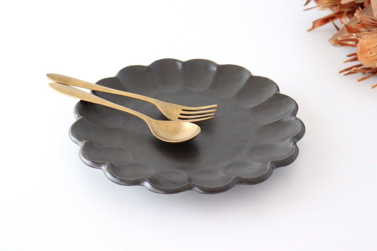 8寸皿 黒 磁器 菊花 美濃焼