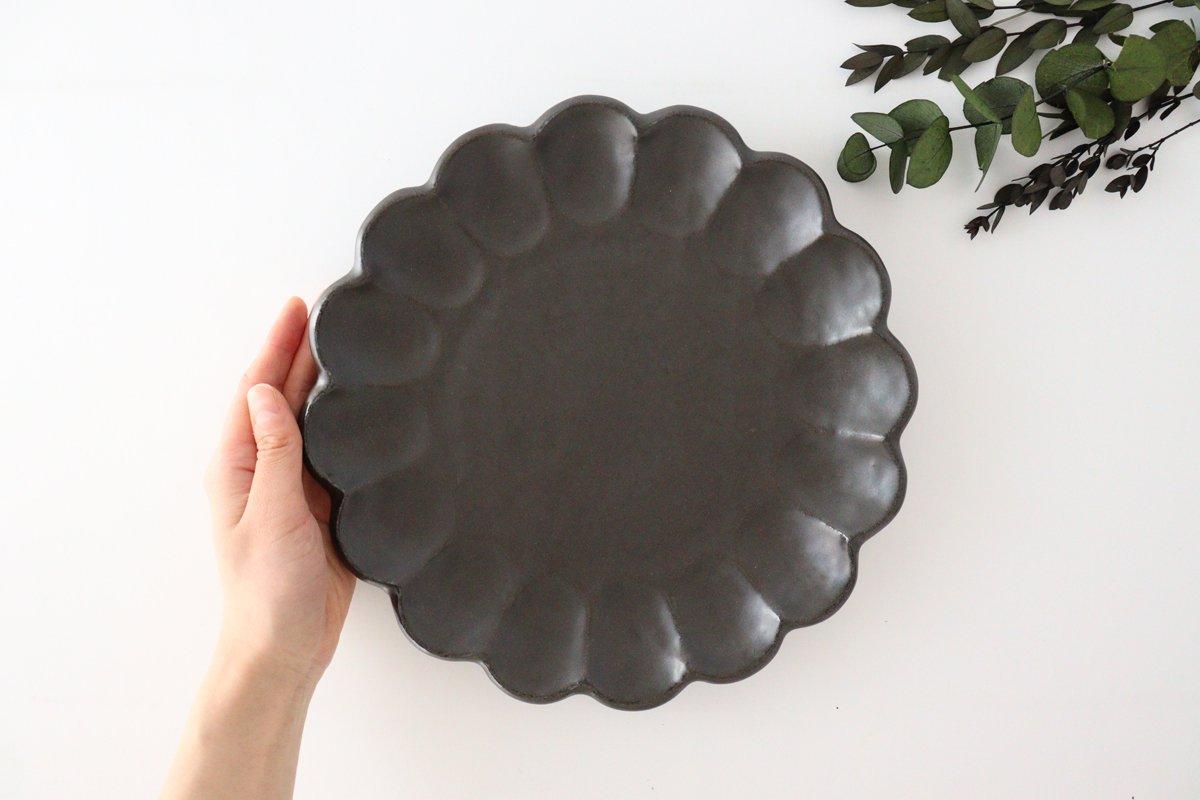 美濃焼 菊花 8寸皿 黒 磁器 画像2