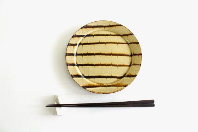 リム丸皿 中 フェザーコーム クリーム 陶器 紀窯 画像4