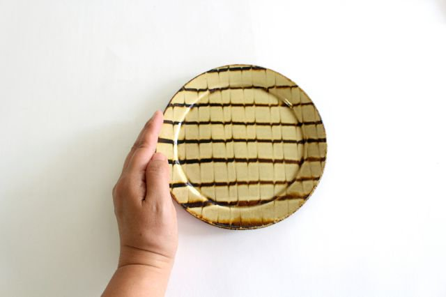 リム丸皿 中 フェザーコーム クリーム 陶器 紀窯 画像6