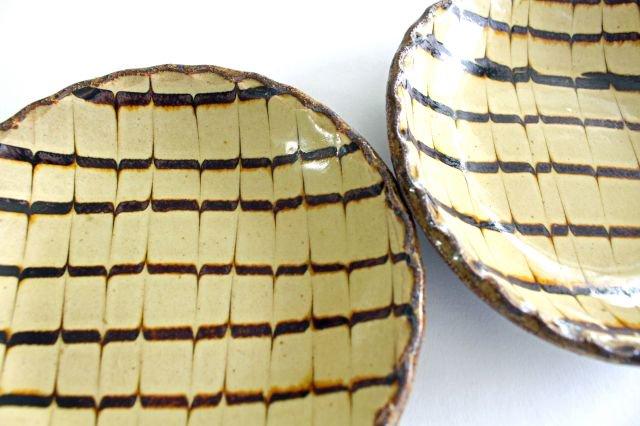 丸皿 中 フェザーコーム クリーム 【B】 陶器 紀窯 画像3