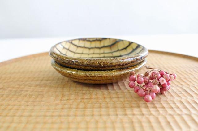 丸皿 豆 フェザーコーム クリーム 【B】 陶器 紀窯 画像2