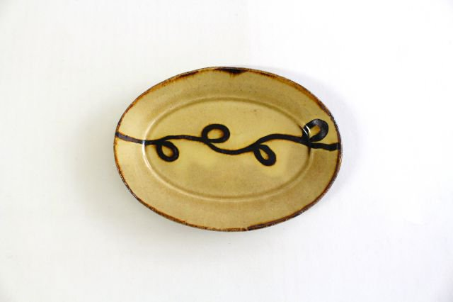 楕円リム皿 小 輪 クリーム 陶器 紀窯 画像2