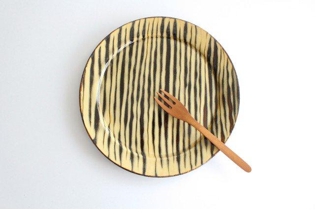 リム丸皿 大 ボアーズヘッド クリーム 陶器 紀窯 画像5