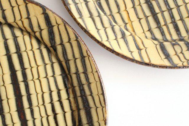 リム丸皿 大 フェザーコーム クリーム 【A】 陶器 紀窯 画像3