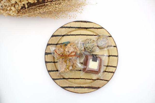 リム丸皿 大 フェザーコーム クリーム 【B】 陶器 紀窯 画像4