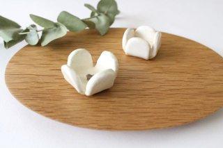 花の箸置きA 白 陶器 harasawa ayaka商品画像