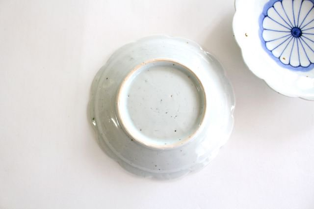 5寸花形型打ち皿 菊紋 磁器 皐月窯 砥部焼 画像3