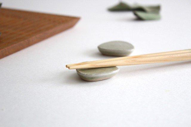 Niigataモチーフ箸置き おにぎり 魚沼緑灰 陶器 青人窯 画像2