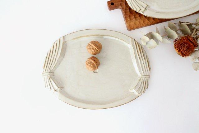 カーテンのかかったオーバルプレート 陶器 キエリ舎 画像6