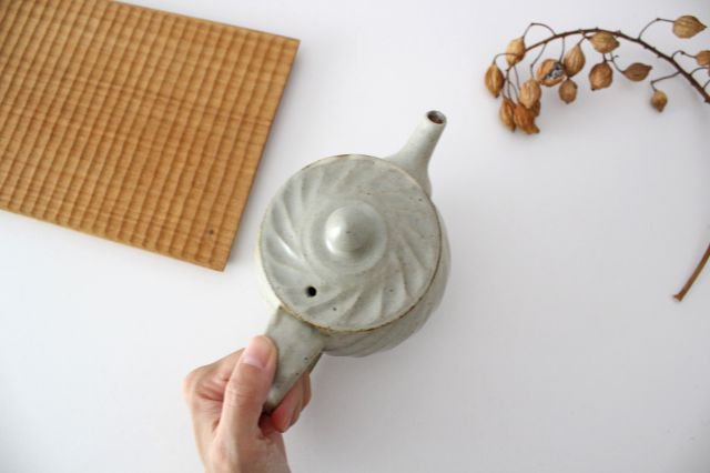 【一点もの】ポット 白 ななめしのぎ 【B】 陶器 笠原良子 画像6