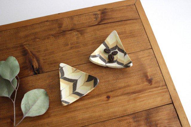 豆々皿 三角 羽根 黄色 陶器 陶芸工房ももねり。 草�桃江