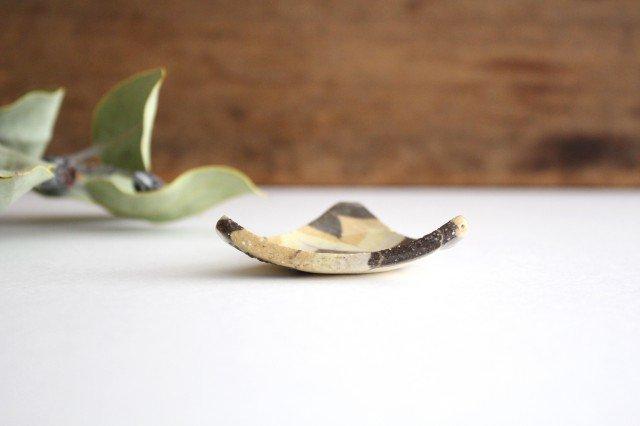 豆々皿 三角 羽根 黄色 陶器 陶芸工房ももねり。 草なぎ桃江 画像2