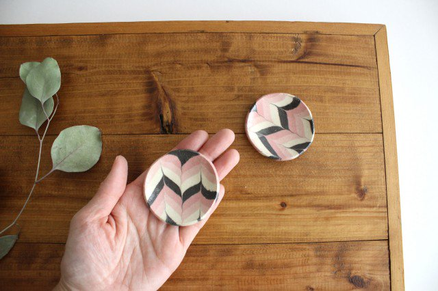 豆々皿 丸 羽根 ピンク 陶器 陶芸工房ももねり。 草�桃江 画像4
