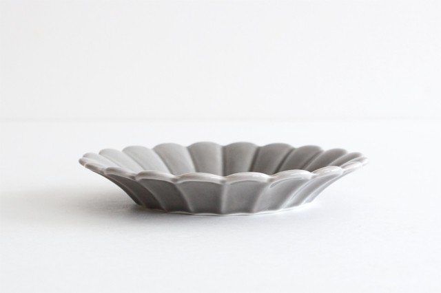 キクワリ 15cm丸皿 グレー 磁器 波佐見焼 画像2