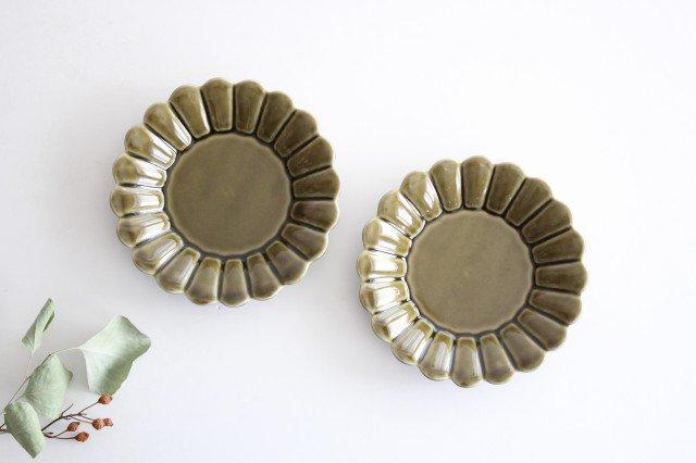 15cm丸皿 カーキ 磁器 キクワリ 波佐見焼 画像3