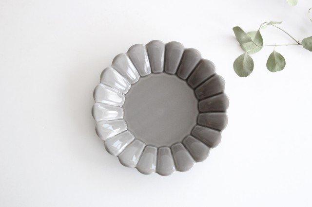 19cm丸皿 グレー 磁器 キクワリ 波佐見焼 画像2