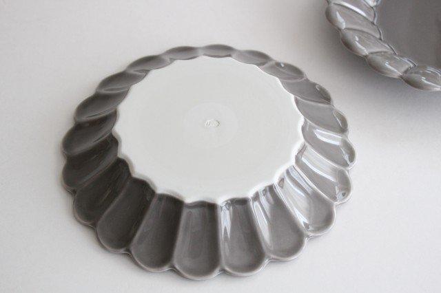 19cm丸皿 グレー 磁器 キクワリ 波佐見焼 画像4