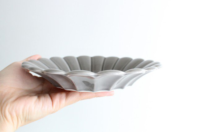19cm丸皿 グレー 磁器 キクワリ 波佐見焼 画像5