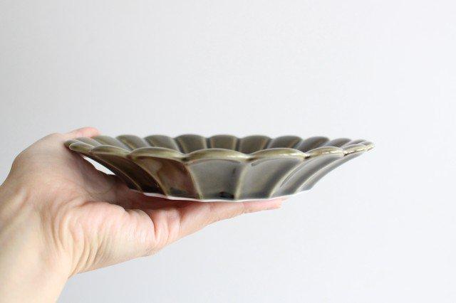 19cm丸皿 カーキ 磁器 キクワリ 波佐見焼 画像4